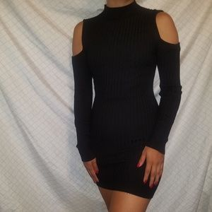 Black Ribbed Bodycon Dress w. Cutout Sleeves